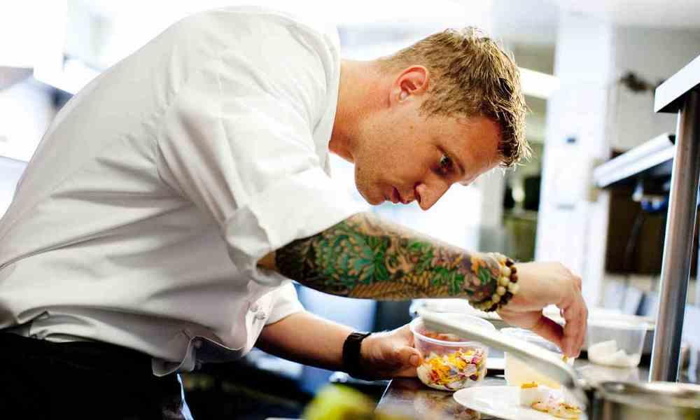 Inilah 5 Suka Duka Jika Kamu Punya Cowok Seorang Chef