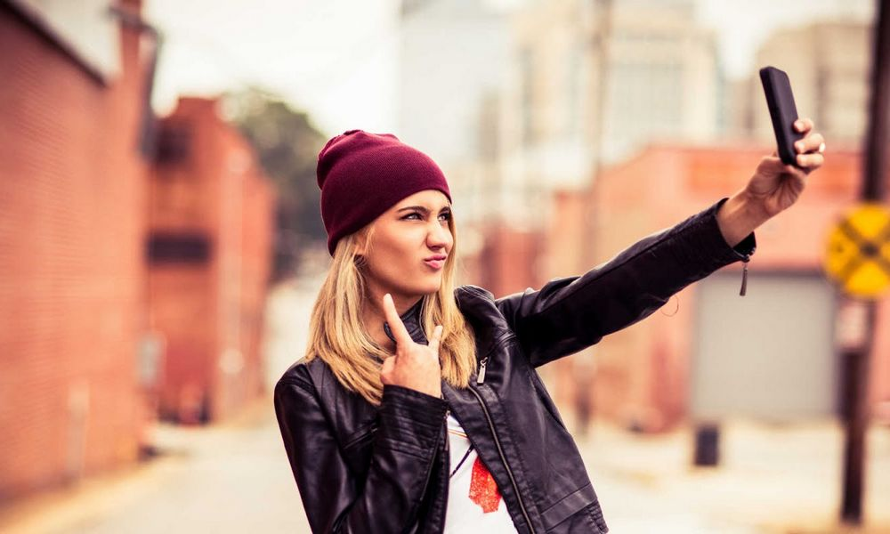 Cek Kepribadian Lewat Gaya Selfie Favoritmu, Kamu Termasuk yang Mana?