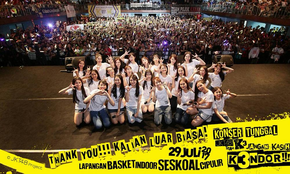 Lautan Lighstick Pada Konser Tunggal Tim KIII JKT48, Penonton Puas