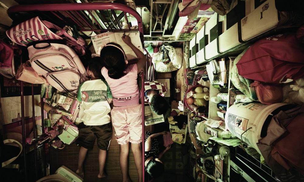 Tempat Tinggal Kamu Kecil? Mungkin Potret Tempat Tinggal di Hongkong Ini Bisa Bikin Kamu Lebih Bersyukur