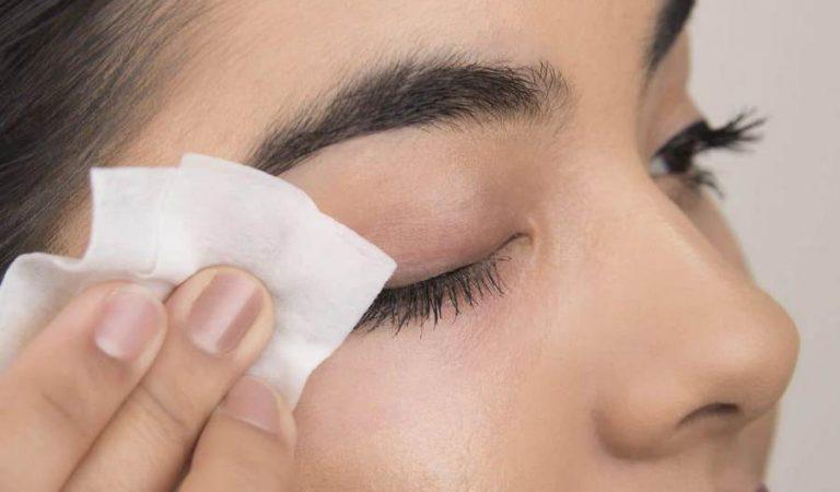 Cara Cerdas Mengatasi Make Up yang Berantakan
